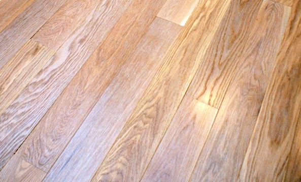 Close up view of the grain in plainsawn White Oak flooring from Hull Forest Products.